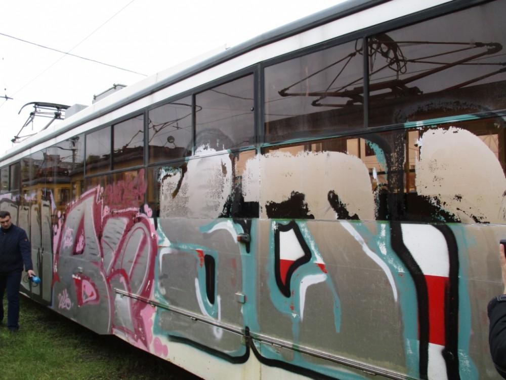 Вандалы, разрисовавшие трамвай вНижнем Новгороде, признали свою вину