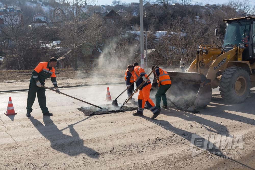Подрядчик ожидает сухую погоду для окончания ремонта дорог вНижнем Новгороде