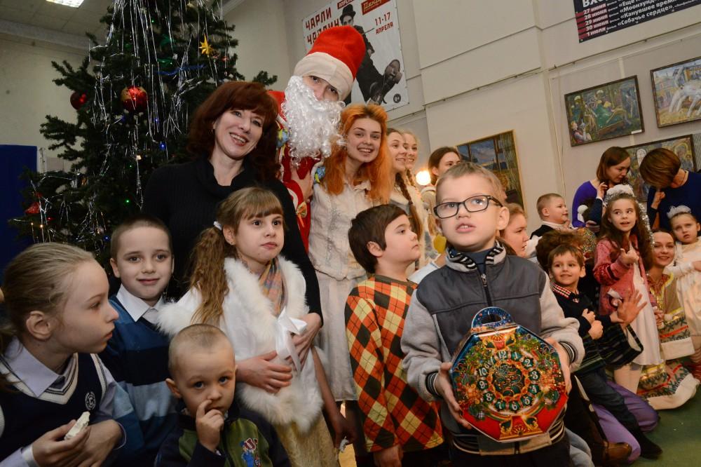 БФ Олега Кондрашова организовал ряд благотворительных новогодних елок для нижегородских детей