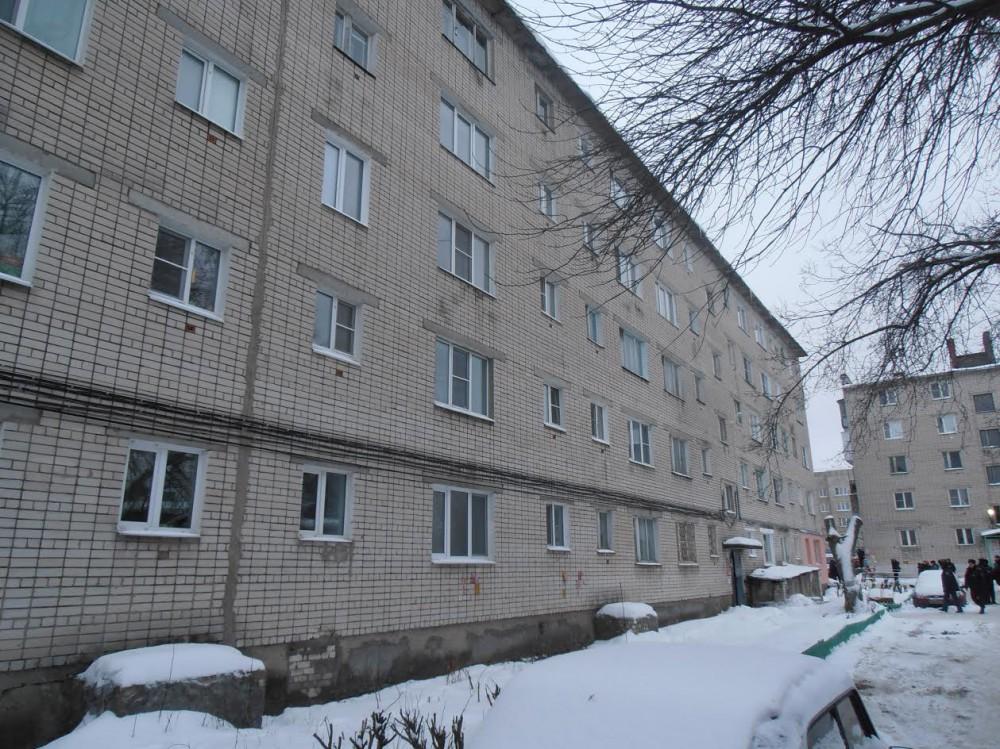 Курские cотрудники экстренных служб обследуют дом вДзержинске