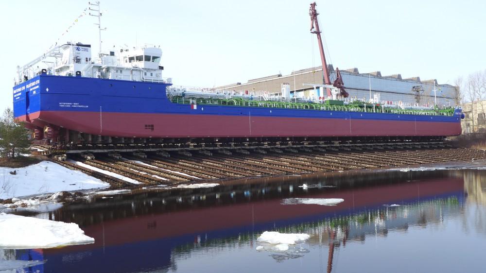 Завод «Красное Сормово» спустил наводу танкер для «Волготранса»