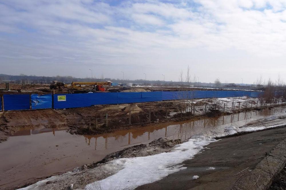 Строительство яхт-клуба наГребном ведется снарушениями