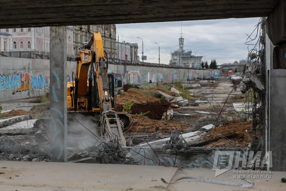 НаНижне-Волжской набережной начат снос туристического комплекса