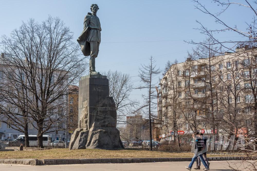 Никто невызвался реставрировать монумент Горькому вНижнем Новгороде