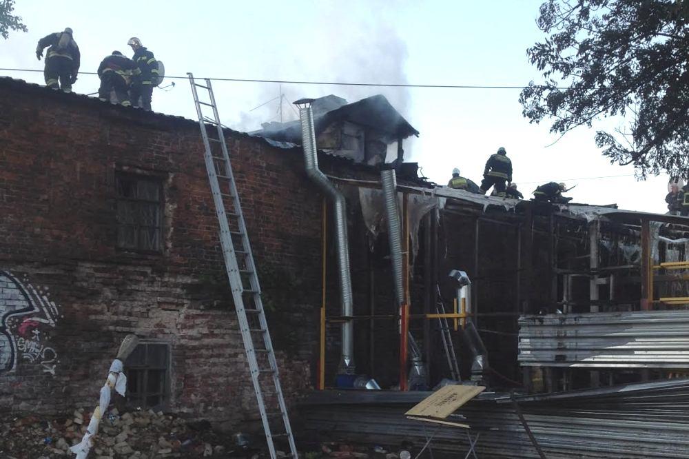 Вцентре Нижнего Новгорода сгорело кафе
