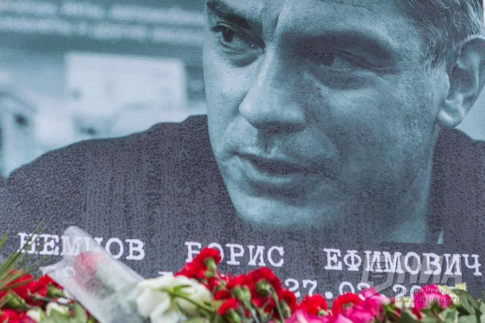 Песков: поиск клиентов убийства Немцова будет продолжен