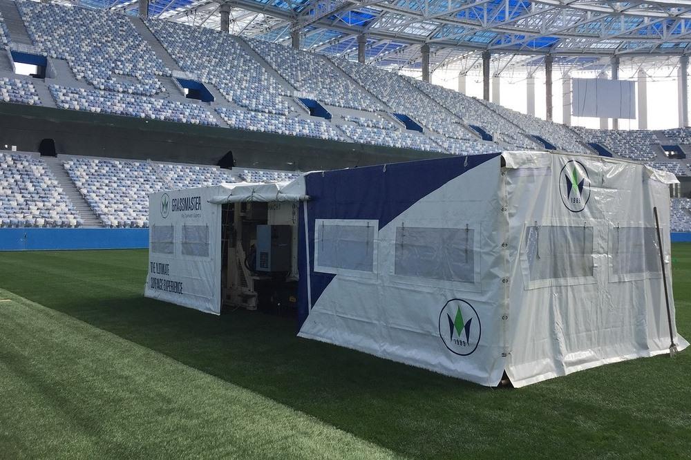 На «Стадионе Нижний Новгород» приступили кпрошивке газона