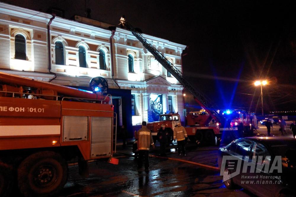 Фоторепортаж спожара, охватившего дом рядом сночным клубом «The Top Club»
