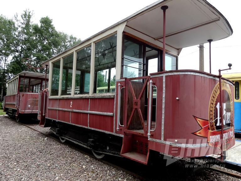 НаБольшой Покровской установили трамвайный вагон XIX века