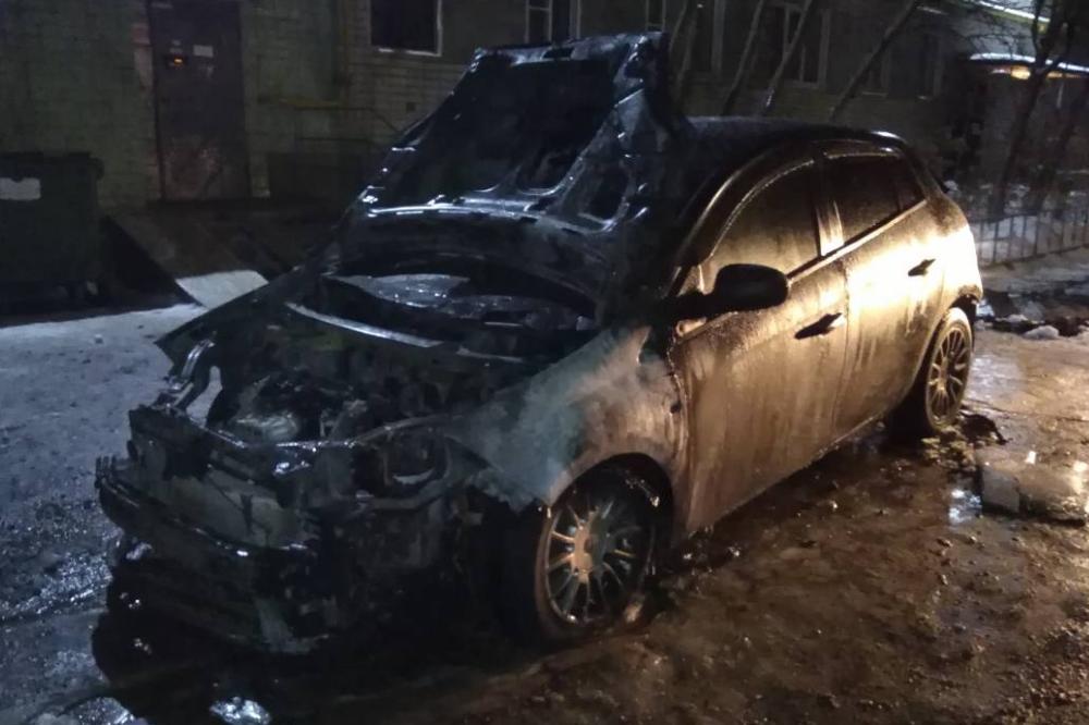Автомобиль журналиста обгорел в Дзержинске Нижегородской области предположительно из-за поджога
