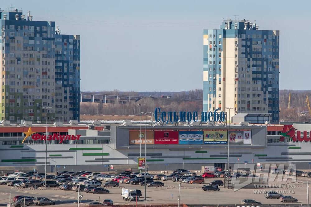 """Почти 1,1 тысяч человек было эвакуировано из ТРЦ """"Седьмое небо"""" в Нижнем Новгороде из-за пожара"""