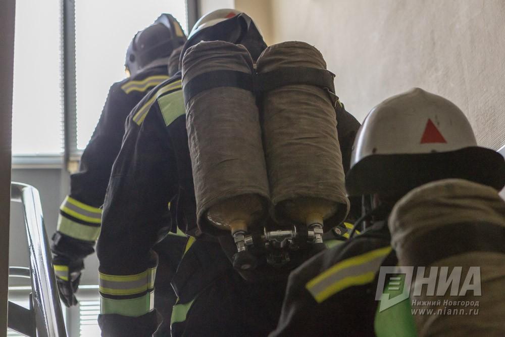 Кровля хлебозавода сгорела в Починках Нижегородской области 15 апреля