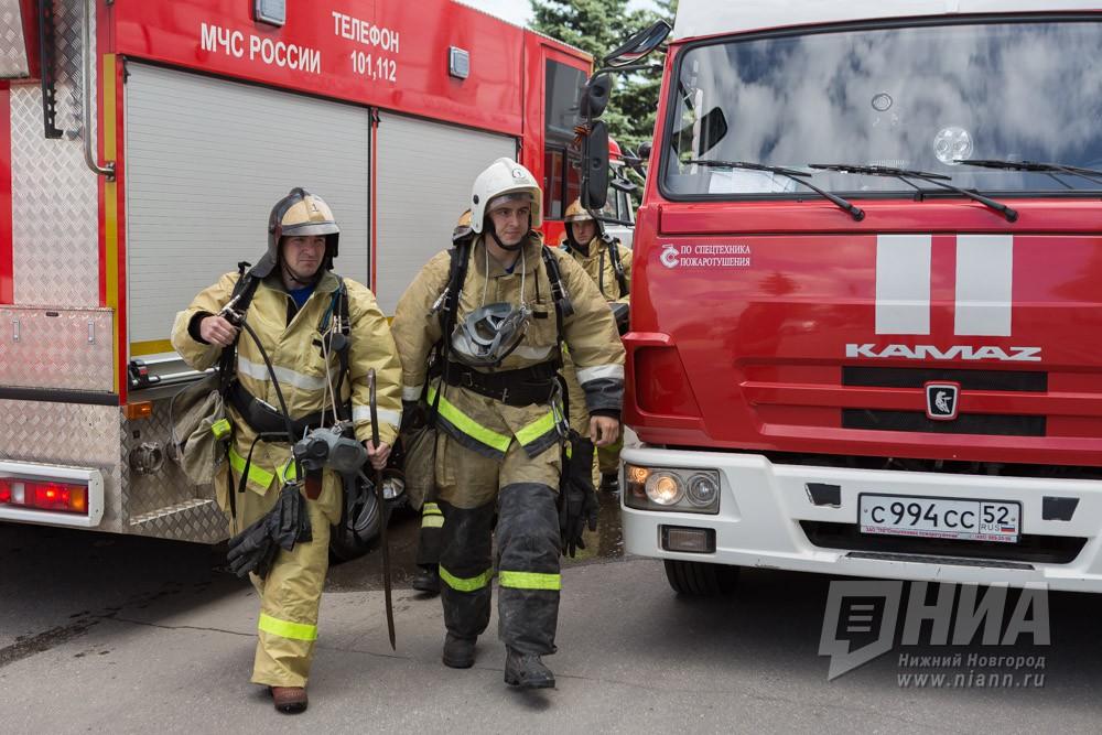 Семь автомобилей сгорели в гараже в Дзержинске Нижегородской области 22 октября