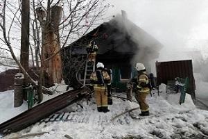 Пожилая женщина отравилась продуктами горения на пожаре в Нижнем Новгороде