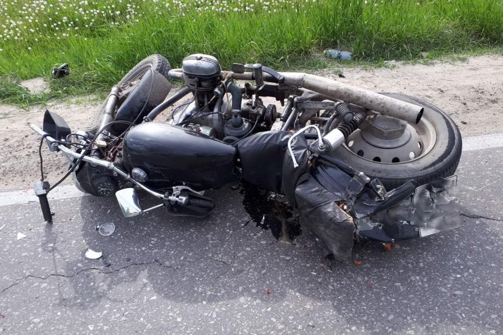 Мотоциклиста госпитализировали с переломами ног после ДТП в Дзержинске 8 июля