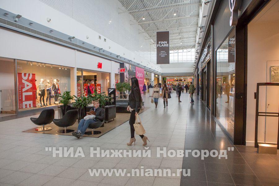 Стало известно, когда и какие магазины одежды и салоны красоты откроются в России первыми