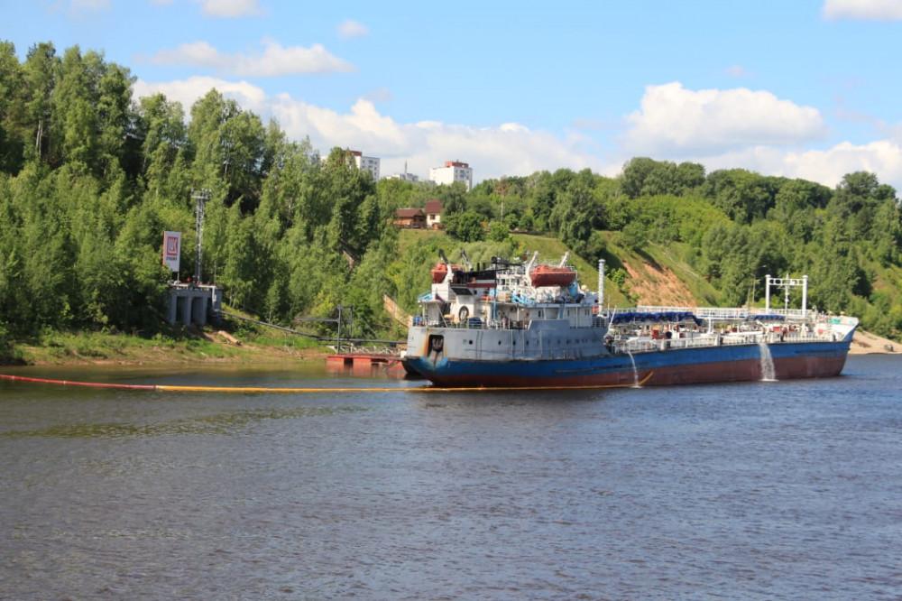 Нижегородский НПЗ ЛУКОЙЛа начал отгрузку нефтепродуктов водным транспортом