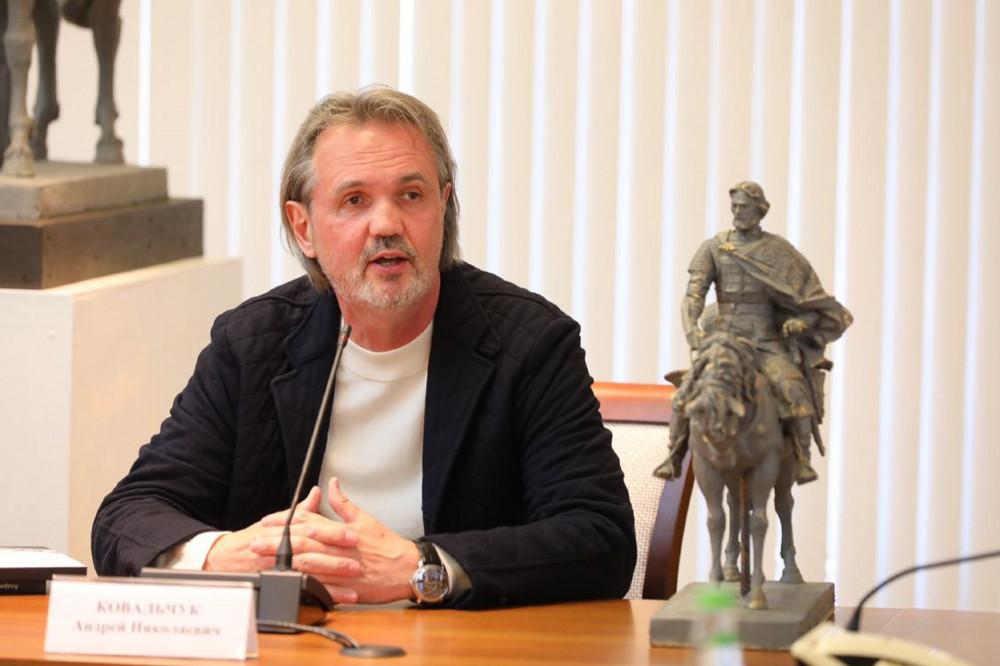 Глеб Никитин обсудил со скульпторами детали памятника Александру Невскому