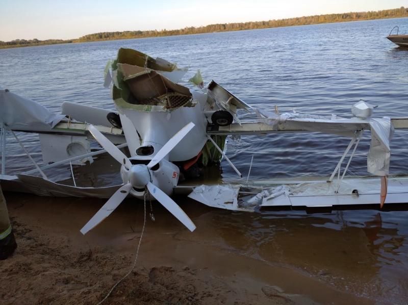 Мужчина и женщина погибли при падении самолета в Волгу в Нижегородской области (ВИДЕО)