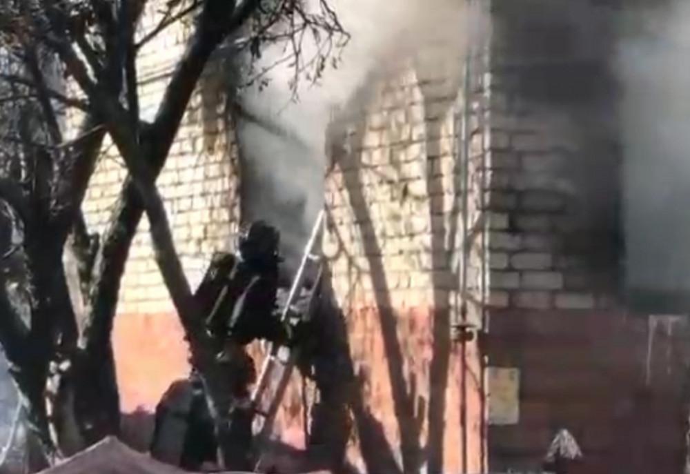 Три человека погибли на пожаре в Нижнем Новгороде днем 9 октября (ВИДЕО)